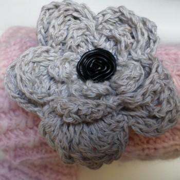 Brosche Grey Flower With Black Botton
