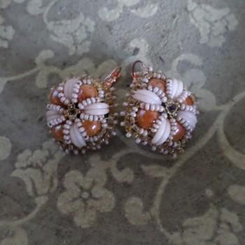 Boucles d'Oreilles Vintage Brodées Rosées